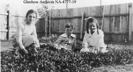 Children in backyard of Scollard home, Railway Avenue, Alderson (formerly Carlstadt), Alberta.