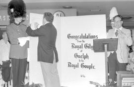 Royal City to royal pair: hundreds sign unique card