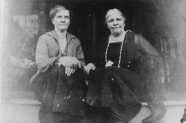 Nellie and Janet Melvin