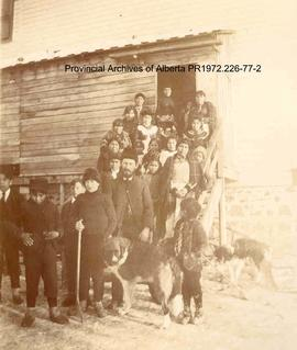 First Nations children from the Presbyterian Mission at Shoal Lake , Ontario