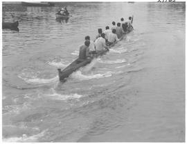 Scene in the Indian war canoe race, Victoria / 27769