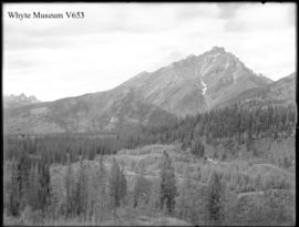 Banff. Cascade Mtn. from band stand (No.7). 6/20/00