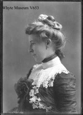 "Mrs. Chas. Schäffer, profile ""B"" (dark background) Jan.22nd, 1902 : [Mary Schaffer]"
