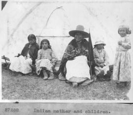 Indian mother and children / 27288
