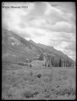 Banff. C.P.R. hotel (No.24 upright). 6/22/00